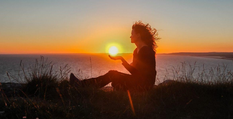 silhouette_sunset_girl_ocean-solare-sospeso-pxhere