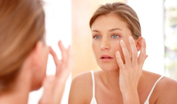 Trucchi per la pelle del viso luminosa