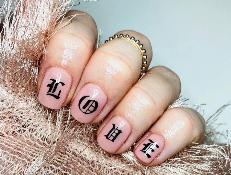 manicure lettering nails